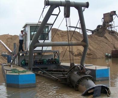吸沙泵挖沙现场
